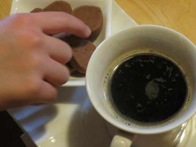 カフェインレスコーヒーは苦味があるので、クッキーともよく合います。
