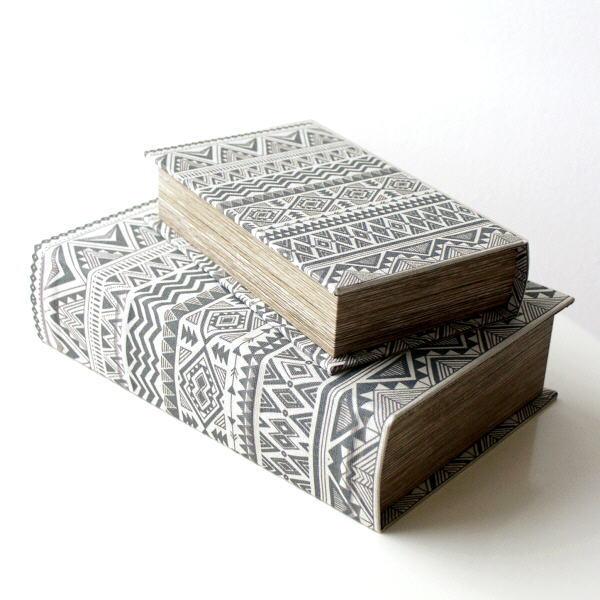 洋書 ボックス 小物入れ 本型 おしゃれ アンティーク風 レトロ ブック型 収納ボックス 宝箱 小箱 シークレットボックス ブックボックス大小セット オルテガ [cov3942]