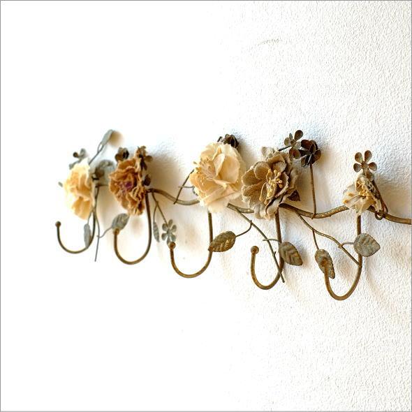 壁掛けフック バラ おしゃれ かわいい 布製 薔薇 アイアン アンティーク風 レトロ 5連 アンティークなバラの5フック