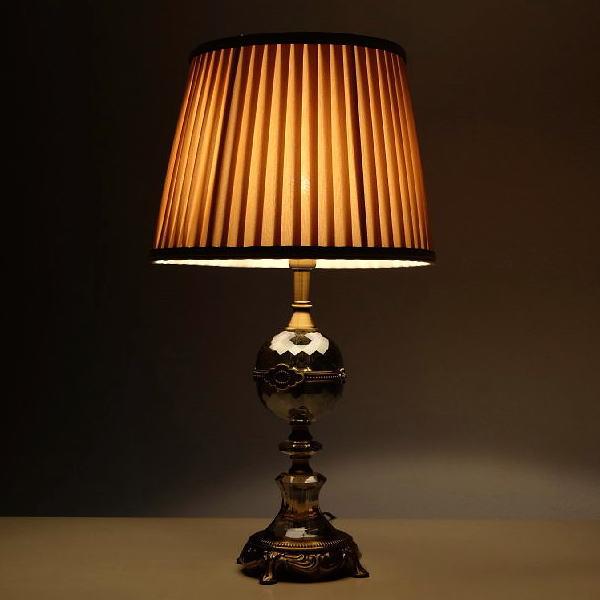 テーブルランプ おしゃれ アンティーク かわいい ライト ベッドサイドランプ エレガントなテーブルランプ B 【送料無料】 [ebn2586]