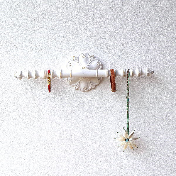 ウォールハンガー アクセサリーハンガー 壁掛け 収納 ウォールバー おしゃれ かわいい 白 ロココ調 レトロ アンティーク アクセサリーウォールハンガー [ebn6680]