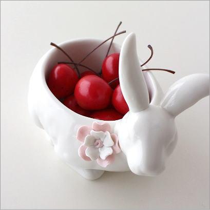 小物入れ 置物 オブジェ ウサギ うさぎ 雑貨 白 陶器のフラワーラビット ボウル
