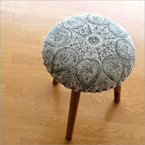 スツール 布張り 木製 コットン 綿100% おしゃれ 丸椅子 丸イス ペーズリー 絵柄 模様 モノトーン かわいい 北欧 アンティーク ラウンドクッションスツール