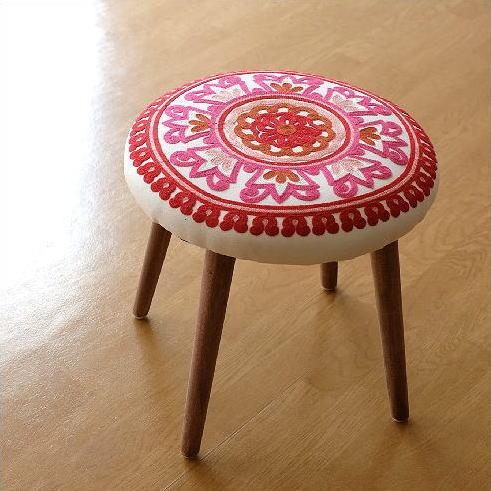 サークル刺繍スツール 赤
