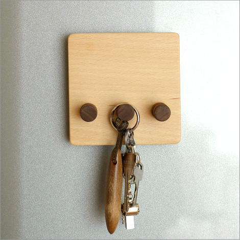 マグネット キーフック 鍵掛け 鍵かけ 壁掛けフック 3連 壁付け 磁石 木製 おしゃれ マグネット・キーフック