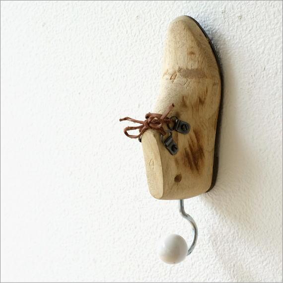 壁掛けフック ウォールフック コートフック おしゃれ かわいい ユニーク レトロなウッドのシューフック