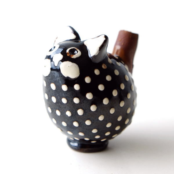 陶器のネコの置物 [ras7589]
