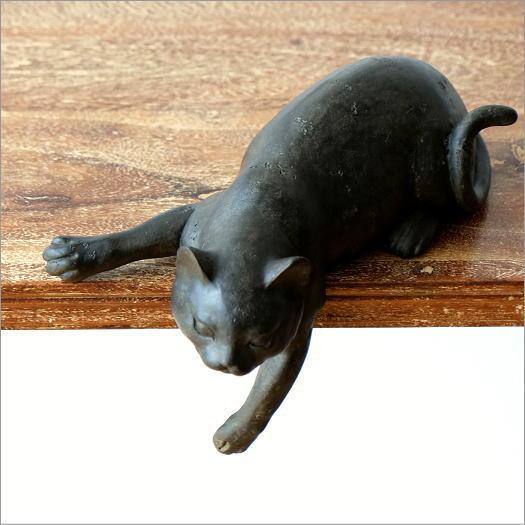 寝そべりネコ
