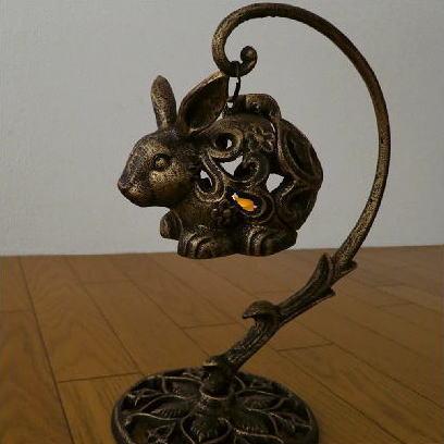 キャンドルホルダー ろうそく立て アイアン 置物 うさぎ ウサギ オブジェ 雑貨 キャンドルランタン 蝋燭立て LED付きアイアンウサギのランタン [swa4639]