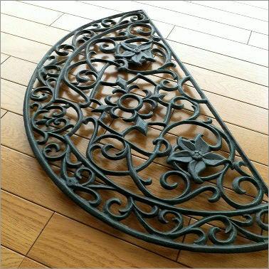 玄関マット 屋外 外用 半円形 鉄製 鋳物 砂落とし 泥落とし おしゃれ エレガント デザイン 70×36cm アイアンの玄関マット ハーフラウンド