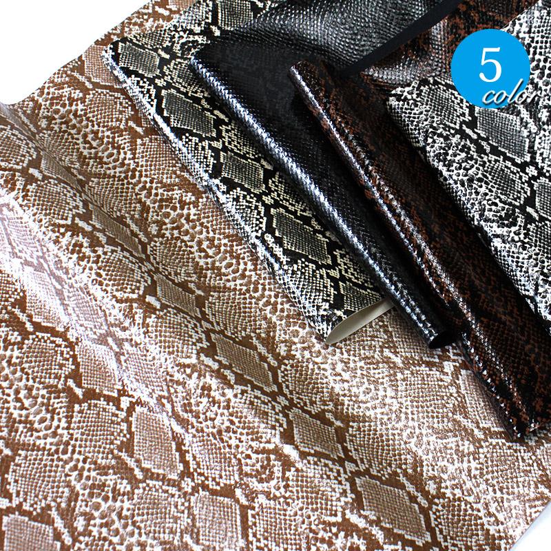 【メール便不可】合皮生地 メタスネーク(かわいいヘビ柄生地プリントの合皮)(0023)   PVC フェイクレザー