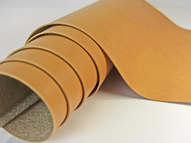 【メール便不可】合皮生地 バンシャン0.8mm(表面はフラットでプリントがかかっている合皮)(0681) | 雑貨 バック 財布 ポーチ PVC フェイクレザー
