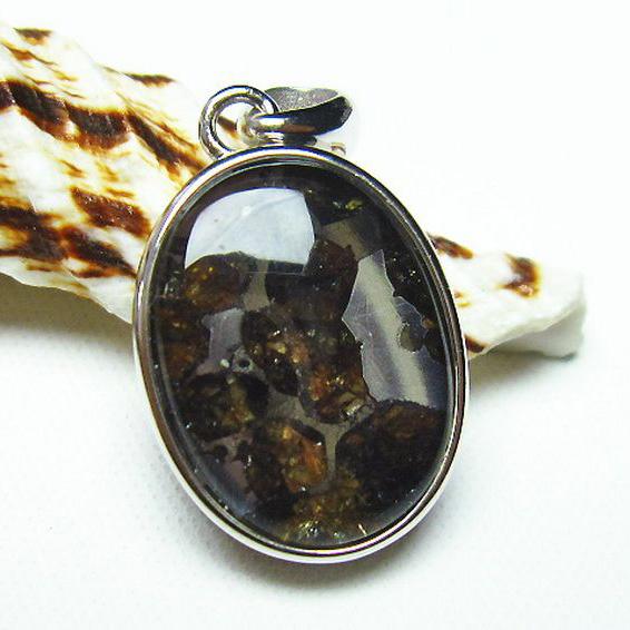 パラサイト隕石 かんらん石 ペンダント[T453-2464]