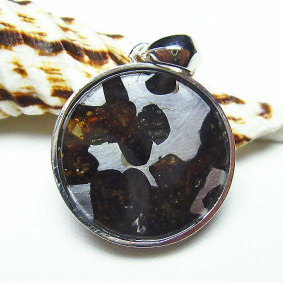 パラサイト隕石 かんらん石 ペンダント[T453-2519]