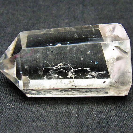 スティブナイト(輝安鉱)入り水晶六角柱[T725-1549]