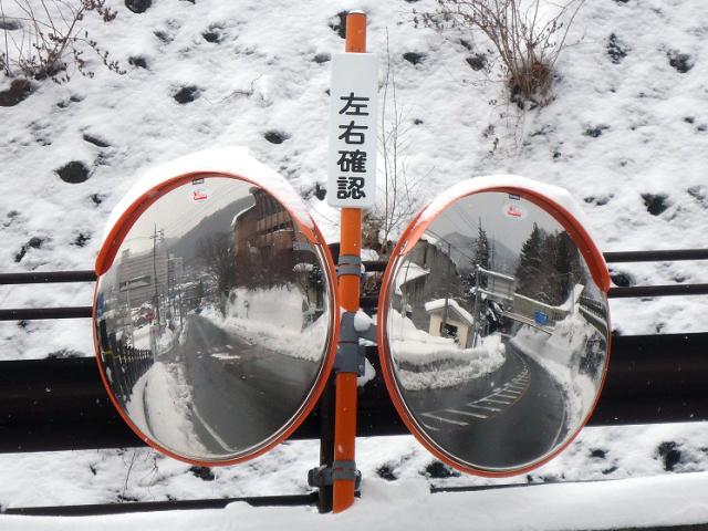 ステンレス製防曇カーブミラー「ゴコウどらい」二面鏡 設置例