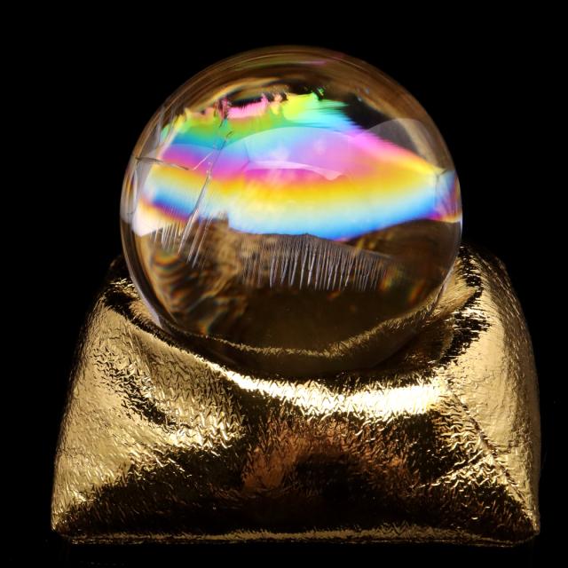 アイリスクォーツ 丸玉 水晶 虹入り AAA 天然 大玉 直径約63mm 座布団付き レインボー パワーストーン 天然石