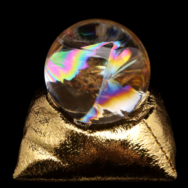 アイリスクォーツ 丸玉 水晶 虹入り AAA 天然 直径約47mm 座布団付き レインボー パワーストーン 天然石