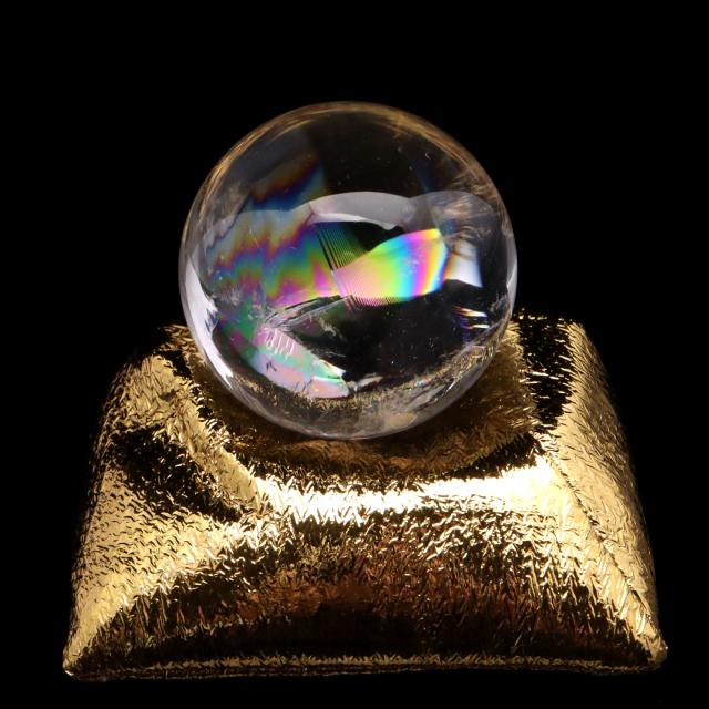 アイリスクォーツ 丸玉 水晶 虹入り AAA 天然 直径約40mm 座布団付き レインボー パワーストーン 天然石