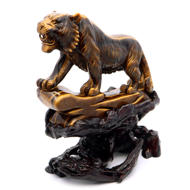タイガーアイ 虎 置物 彫刻 台座付き 2.2kg 虎眼石 風水 干支 とら 寅 飾り物 開運 お守り縁起物 インテリア 天然石 パワーストーン