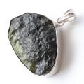 希少 表面は研磨無し原石状 Silver925使用 モルダバイト原石ペンダント 鑑別書発行可能