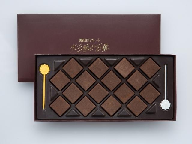 函館・五島軒大三坂の石畳《ミルクチョコレート》