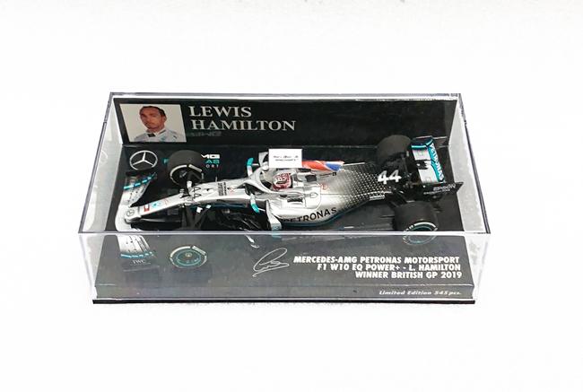 ミニチャンプス 1/43 メルセデス F1 W10 L.ハミルトン 2019年イギリスGP優勝 フラッグ付 No.44