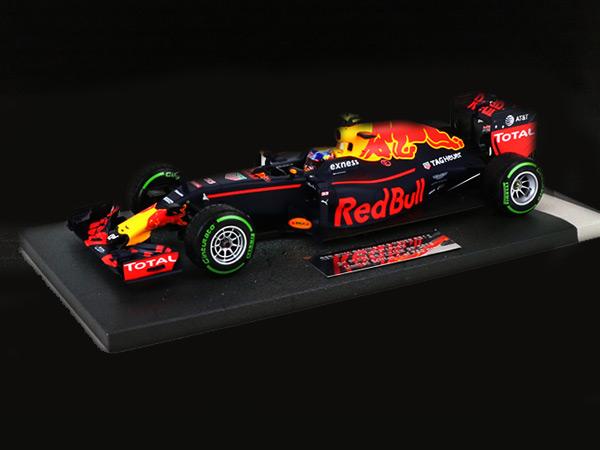 ミニチャンプス 1/18 レッドブル RB12 M.フェルスタッペン 2016年ブラジルGP3位