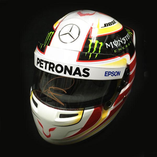 【オートグラフフェアー対象】L.ハミルトン 直筆サイン入 1/2 メルセデス 2015 ヘルメット