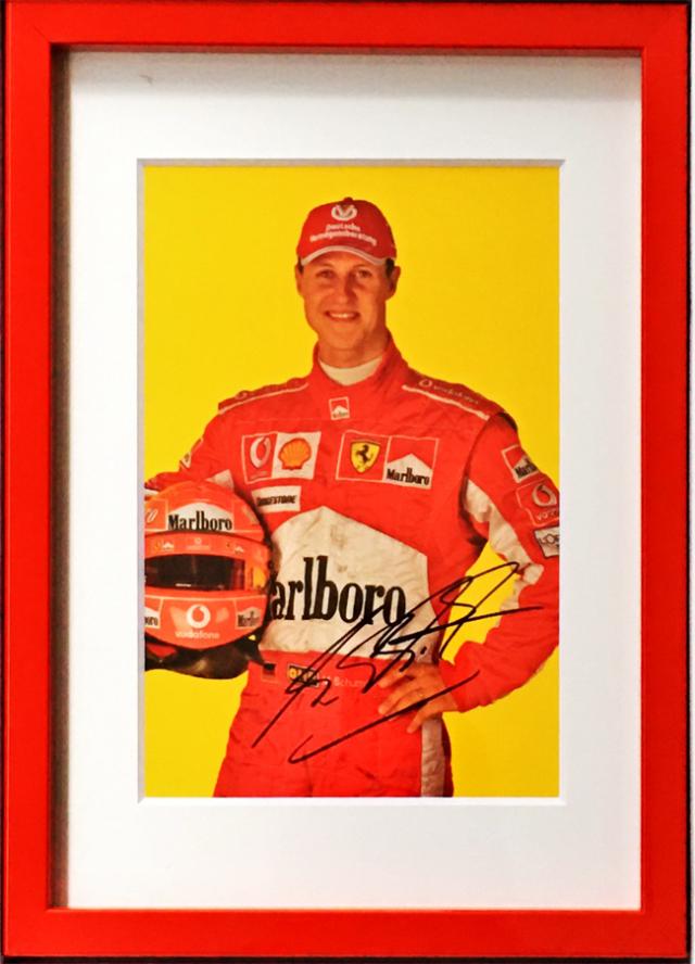 M.シューマッハ 直筆サイン入 フェラーリ 2005 ドライバーズカード マルボロver(額装品)