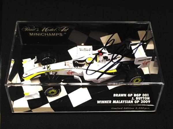 J.バトン直筆サイン入 ミニチャンプス 1/43 ブラウンGP BGP001 2009年マレーシアGP優勝
