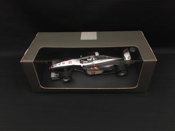 ミニチャンプス メルセデス別注 1/18 マクラーレン MP4/13 1998 M.ハッキネン 限定メルセデスボックス