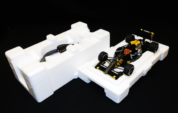 EXOTO(エグゾト) 1/18 フェラーリ 641/2   A.プロスト カーボンブラックモデル
