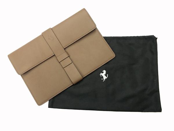フェラーリ フェラーリ社純正 クラッチバッグ ※フェラーリ社純正品 イタリア製レザー 専用布袋入り ※サイズ:縦21×横32cm 厚みはございません。