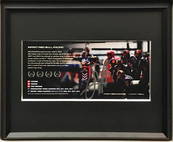 【ドライバーズカードフェアー対象商品】S・ベッテル 直筆サイン入  S.ベッテル レッドブル 4回ワールドチャンピオン獲得記念カード(額装品)