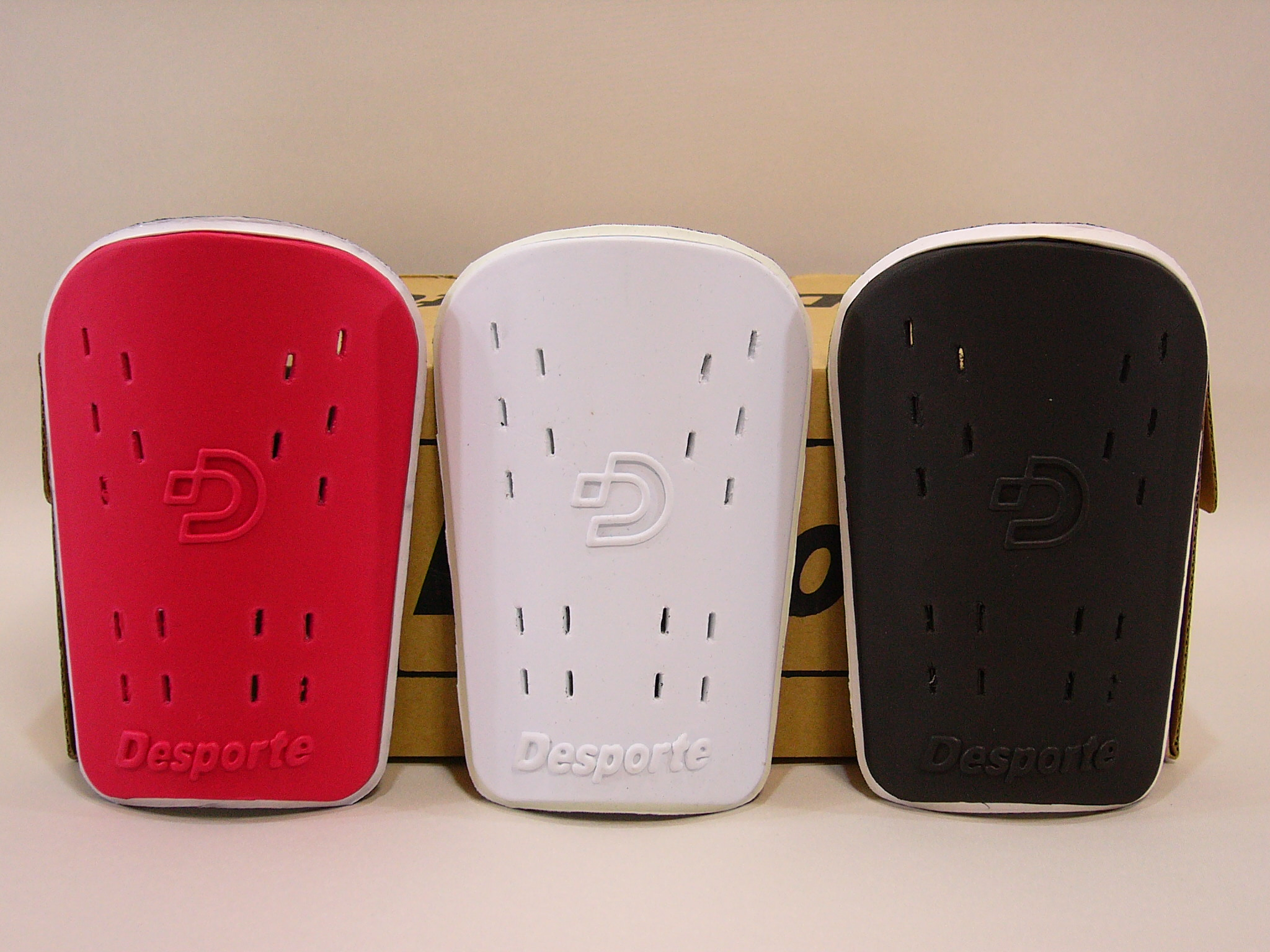 【デスポルチ】Desporteのスネアテ 反発性に優れているEVA素材を使用したシンガード