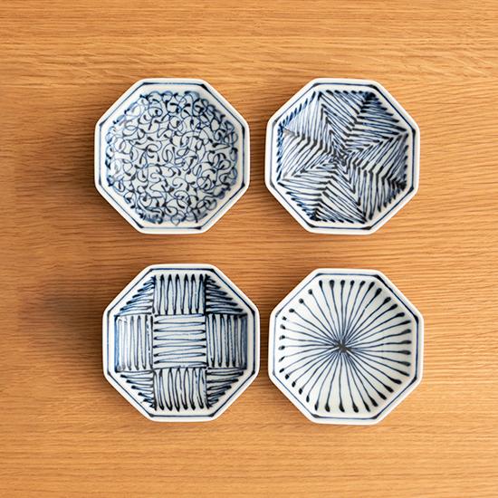 染付地紋の小皿