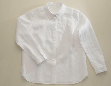 白いリネンシャツ