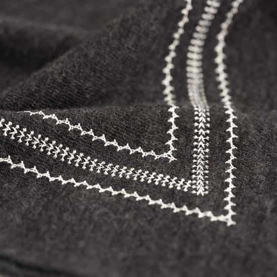 フレーム刺繍のストール