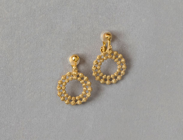 刺繍糸のイヤリング ゴールド