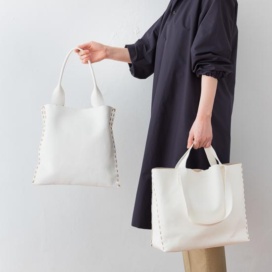 白いレザーのバッグ