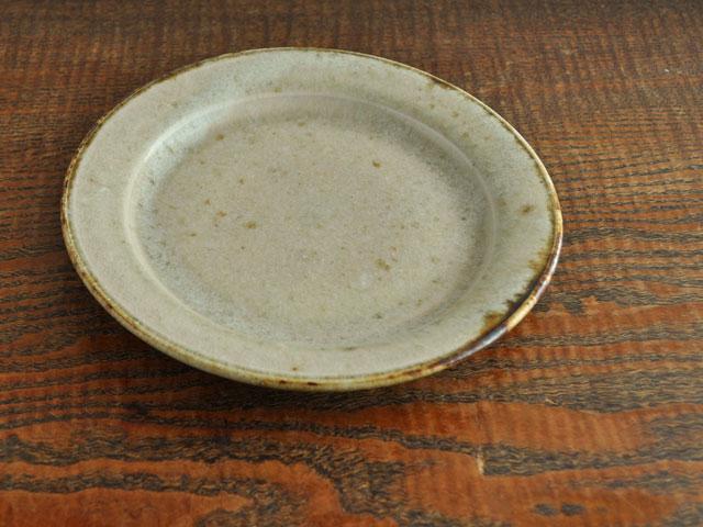 わら灰釉六寸リム皿-1
