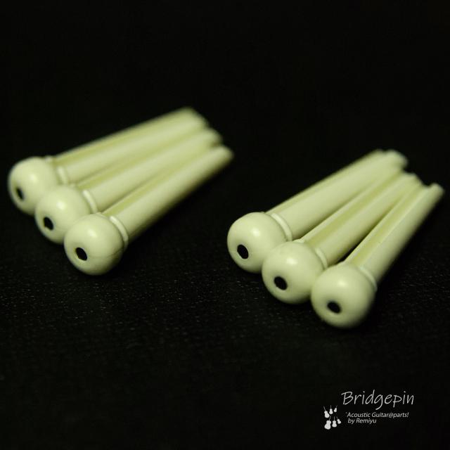 #3042  【ブリッジピン】 白ABS樹脂555 黒1.5mmドット 6本セット 弦溝あり ライトサウンド 送料160円ポスト投函