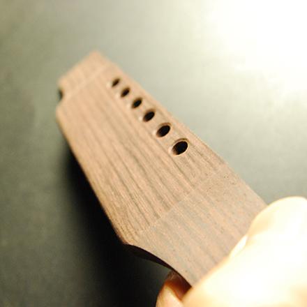 #6634 【ブリッジ】 半加工 ギブソンJ45タイプ ローズウッド材 サドル溝なし 外形加工済