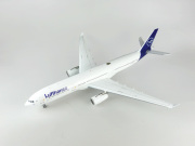 JFOX MODELS 1/200 A330-300 ルフトハンザ航空 D-AIKI With Stand