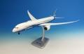 [予約]hogan wings 1/200 787-10 ボーイングハウスカラー ランディングギア、スタンド付 ※プラスチック製、スナップフィット