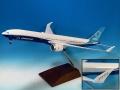 [予約]エバーライズ 1/200 777-9X ボーイングハウスカラー N779XW ※プラスチック製、スナップフィット、木製スタンド付属