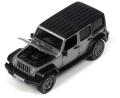 オートワールド 1/64 2018 Jeep Wrangler Sahara in Billit Silver Poly with Flat Black Roof