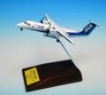 [予約]全日空商事 1/200 DHC-8-300 JA804K トリトンANA WINGSロゴ 木製台座