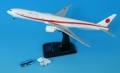 全日空商事 1/400 777-300ER 政府専用機 80-1112 ダイキャストモデル(WiFiレドーム・プラスチックスタンド付)・青バスとステップカー付